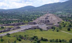 Teo Pyramid Moon